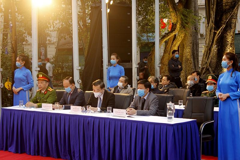 Các đồng chí lãnh đạo TP Hà Nội và các sở ngành dự lễ phát động năm an toàn giao thông 2021