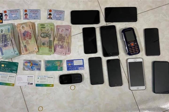 Bắt nhóm dùng thẻ ngân hàng lừa đảo chiếm đoạt hàng tỷ đồng
