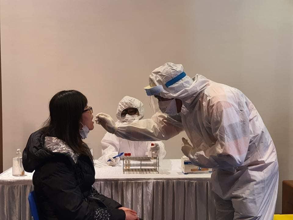 Diễn tập lấy mẫu xét nghiệm đối với ca nghi nhiễm Covid-19.