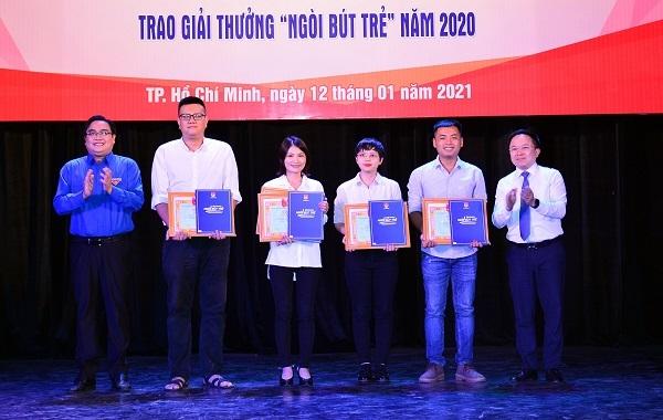 Thành đoàn TP HCM trao giải thưởng Ngòi bút trẻ năm 2020