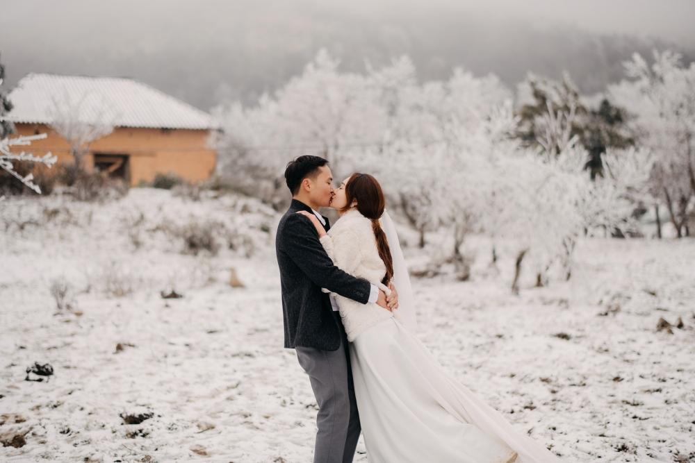 Chịu lạnh để chụp ảnh cưới giữa băng tuyết ở Y Tý