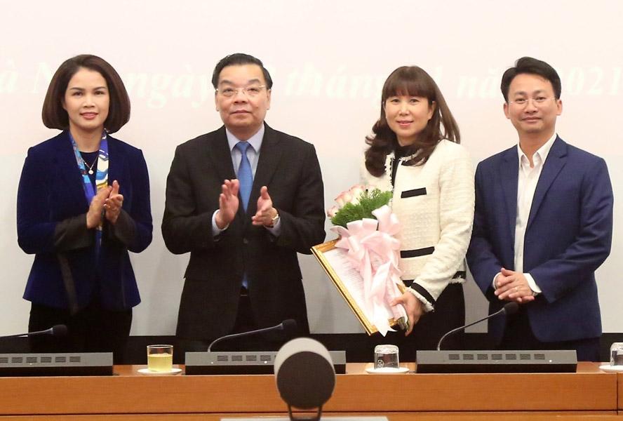 Chủ tịch UBND TP Hà Nội Ch Ngọc Anh tân Giám đốc Sở Du lịch Đặng Hương Giang
