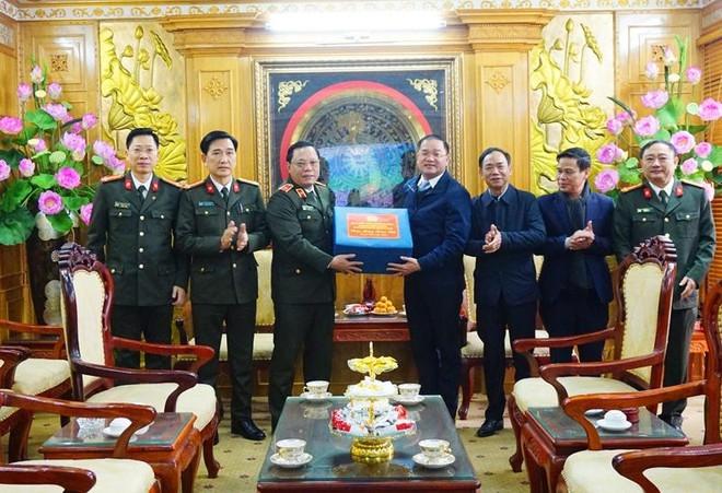 Thiếu tướng Nguyễn Hải Trung, Ủy viên Ban thường vụ Thành ủy, Bí thư Đảng ủy, Giám đốc CATP thăm, chúc Tết cán bộ lãnh đạo Huyện ủy Mỹ Đức