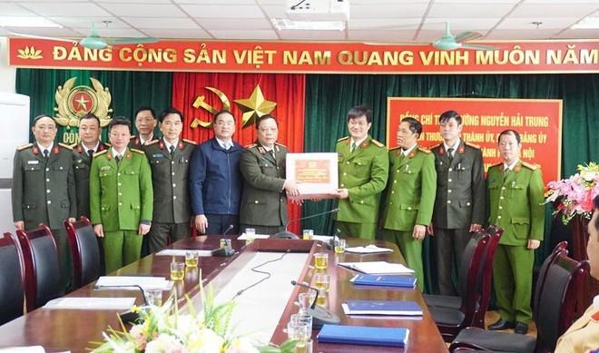 Thiếu tướng Nguyễn Hải Trung tặng quà CAH Mỹ Đức và kiểm tra công tác ứng trực, đảm bảo ANTT dịp Tết Nguyên đán Tân Sửu 2021