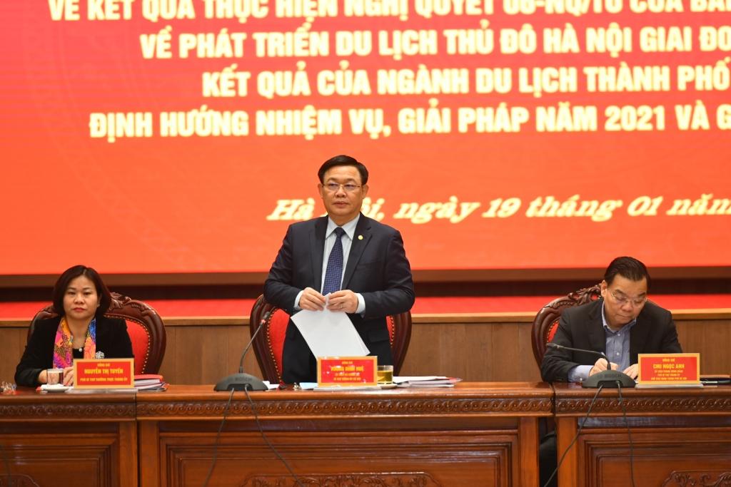 Bí thư Thành ủy Vương Đình Huệ phát biểu mở đầu buổi làm việc