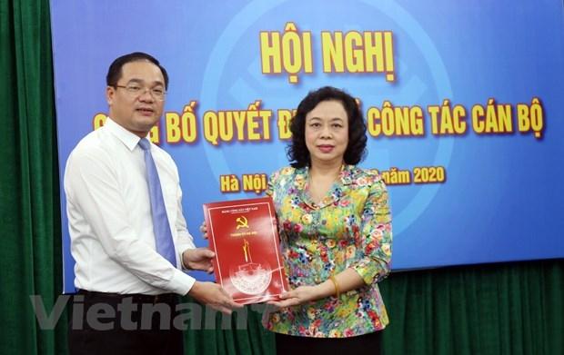 Đồng chí Nguyễn Ngọc Việt (bên trái) là một trong ba cán bộ trẻ (độ tuổi từ 30 đến 40) là Thành ủy viên trong nhiệm kỳ 2020-2025 của Hà Nội và là 1 trong 60 đại biểu được Đại hội tín nhiệm bầu tham dự Đại hội Đảng toàn quốc lần thứ XIII. (Ảnh: Vietnam+)