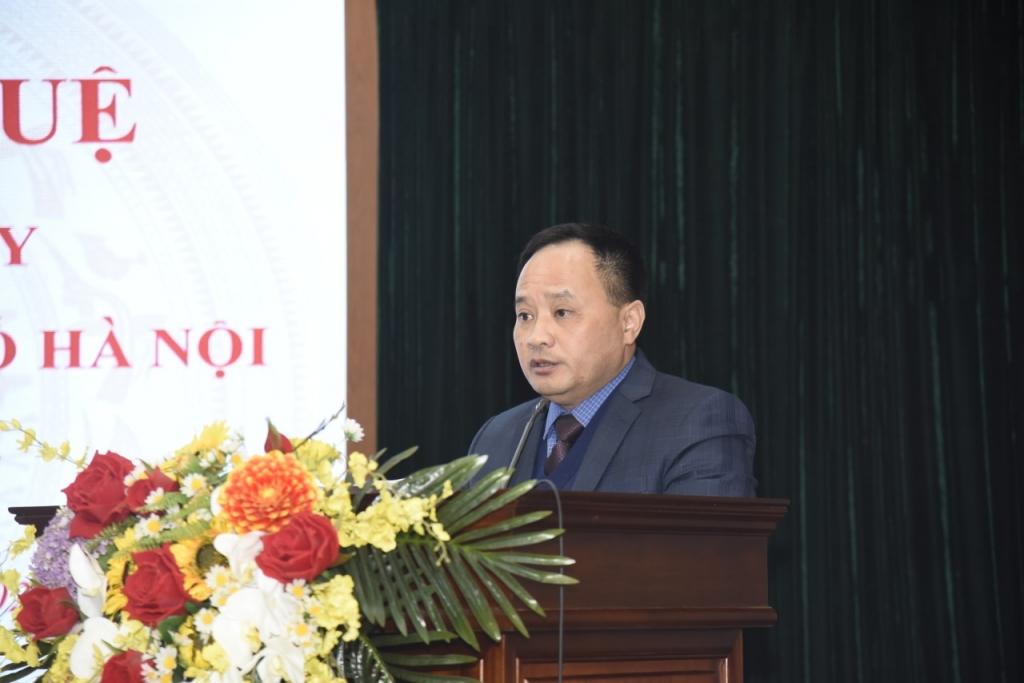Phó Bí thư Thường trực Quận ủy, Chủ tịch HĐND quận Hai Bà Trưng Trần Quyết Thắng báo cáo tại buổi làm việc