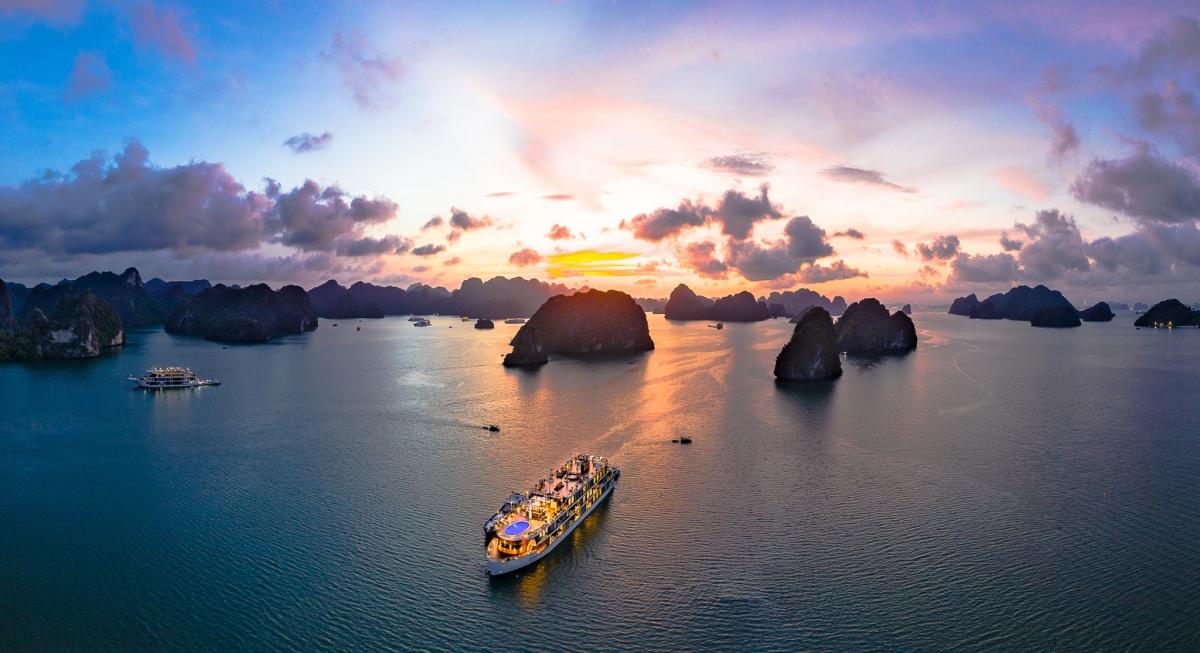 Du thuyền trên vịnh Lan Hạ. Nguồn: Heritage Cruises