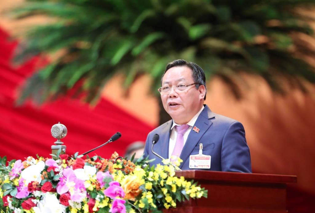 Phó Bí thư Thành ủy Nguyễn Văn Phong trình bày tham luận tại Đại hội