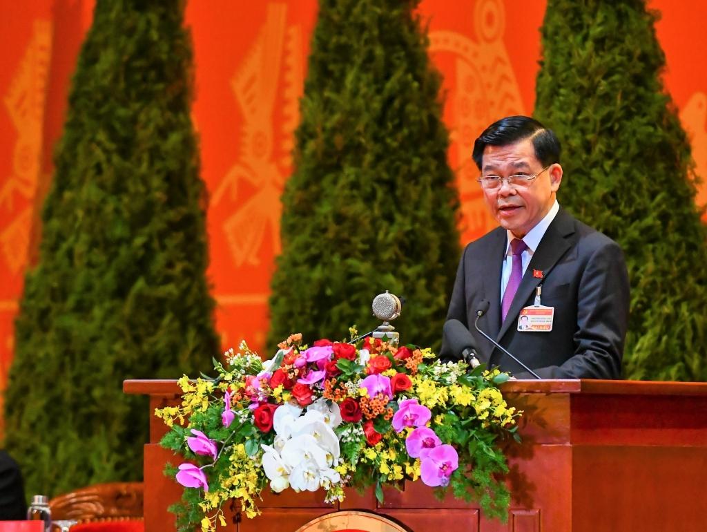 Phó Trưởng Ban Dân vận Trung ương Nguyễn Hồng Lĩnh trình bày báo cáo tại Đại hội