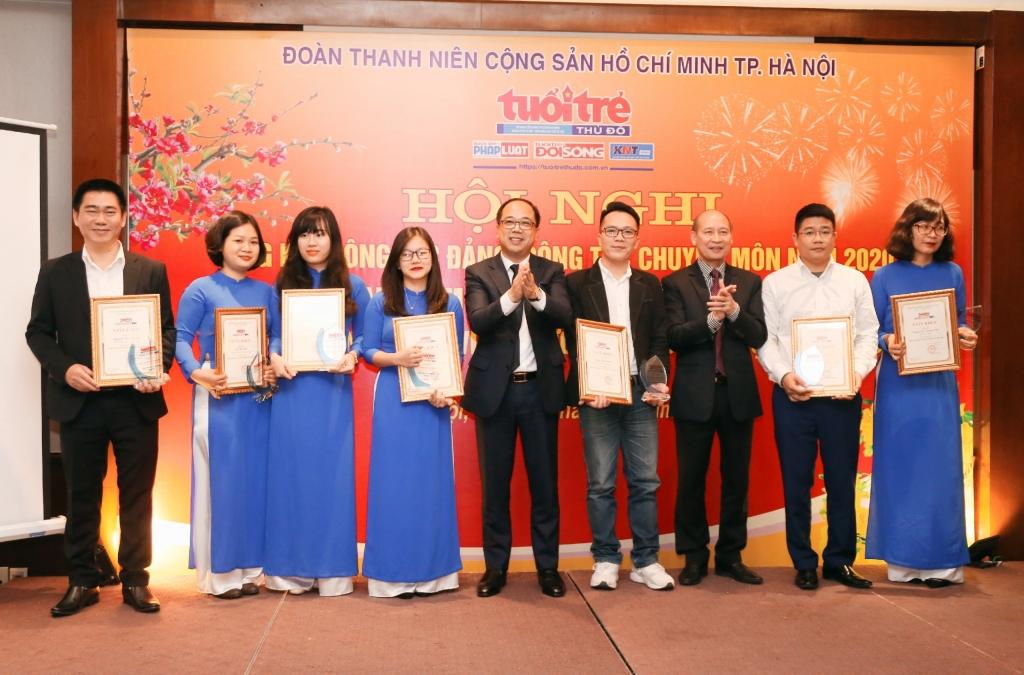 Nhà báo Kiều Thanh Hùng, Phó Chủ tịch Thường trực Hội Nhà báo thành phố Hà Nội và đồng chí Đồng chí Nguyễn Mạnh Hưng,