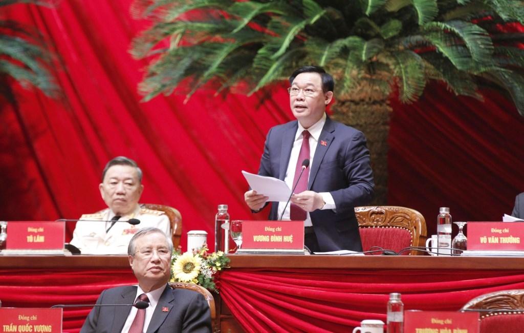 Bí thư Thành ủy Hà Nội Vương Đình Huệ điều hành phiên thảo luận sáng 28/1