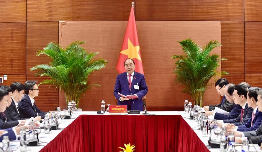 Thủ tướng Chính phủ Nguyễn Xuân Phúc chủ trì cuộc họp. Ảnh: VGP