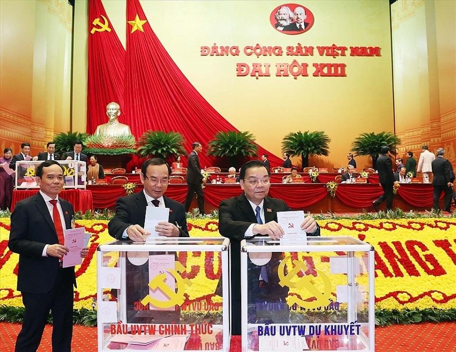 Các đại biểu tham gia bỏ phiếu bầu Ban Chấp hành Trung ương khóa XIII.