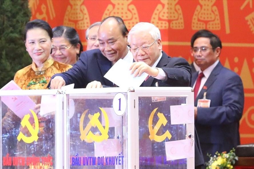 Các đại biểu dự Đại hội XIII của Đảng bầu Ban Chấp hành Trung ương khoá XIII