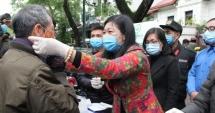 MTTQ Việt Nam TP Hà Nội hỗ trợ khẩu trang, nước rửa tay diệt khuẩn cho các hộ nghèo