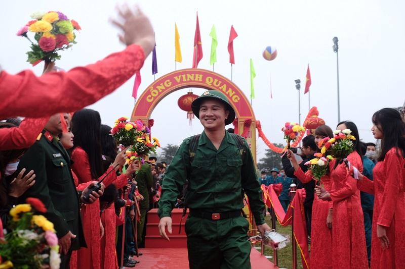 Lãnh đạo thành phố Hà Nội động viên tân binh lên đường nhập ngũ