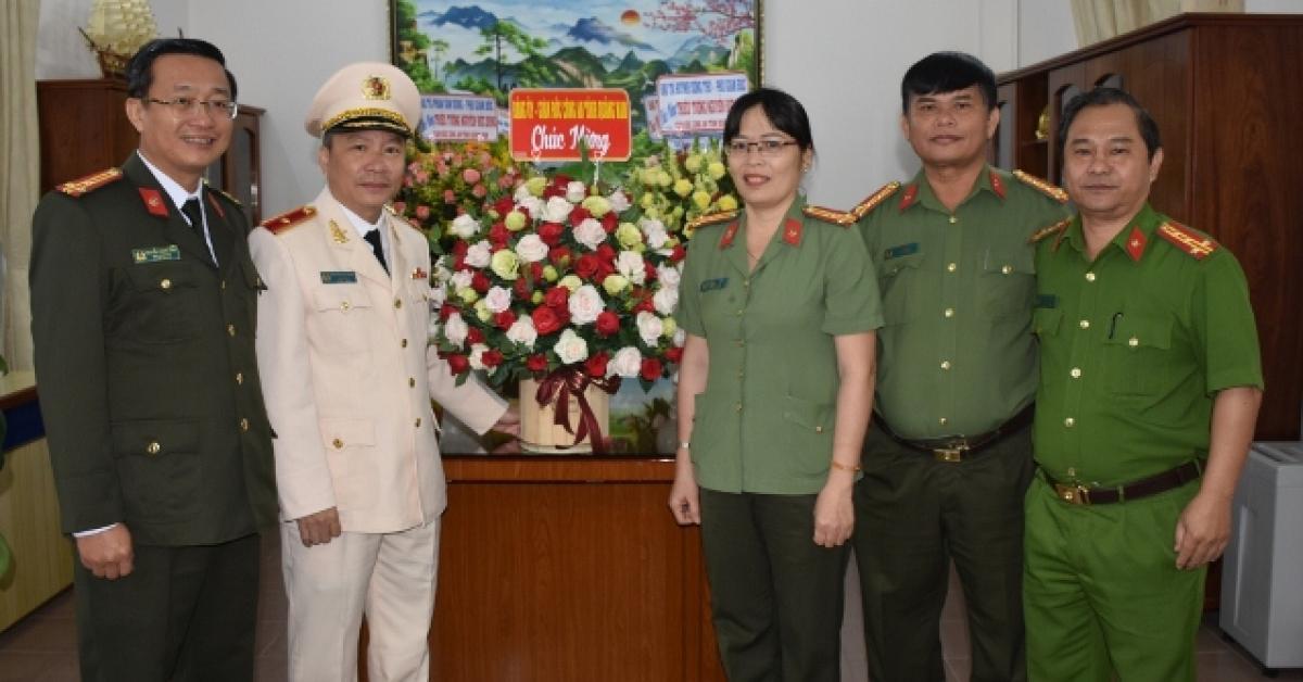 giam doc cong an quang nam duoc chu tich nuoc thang ham thieu tuong