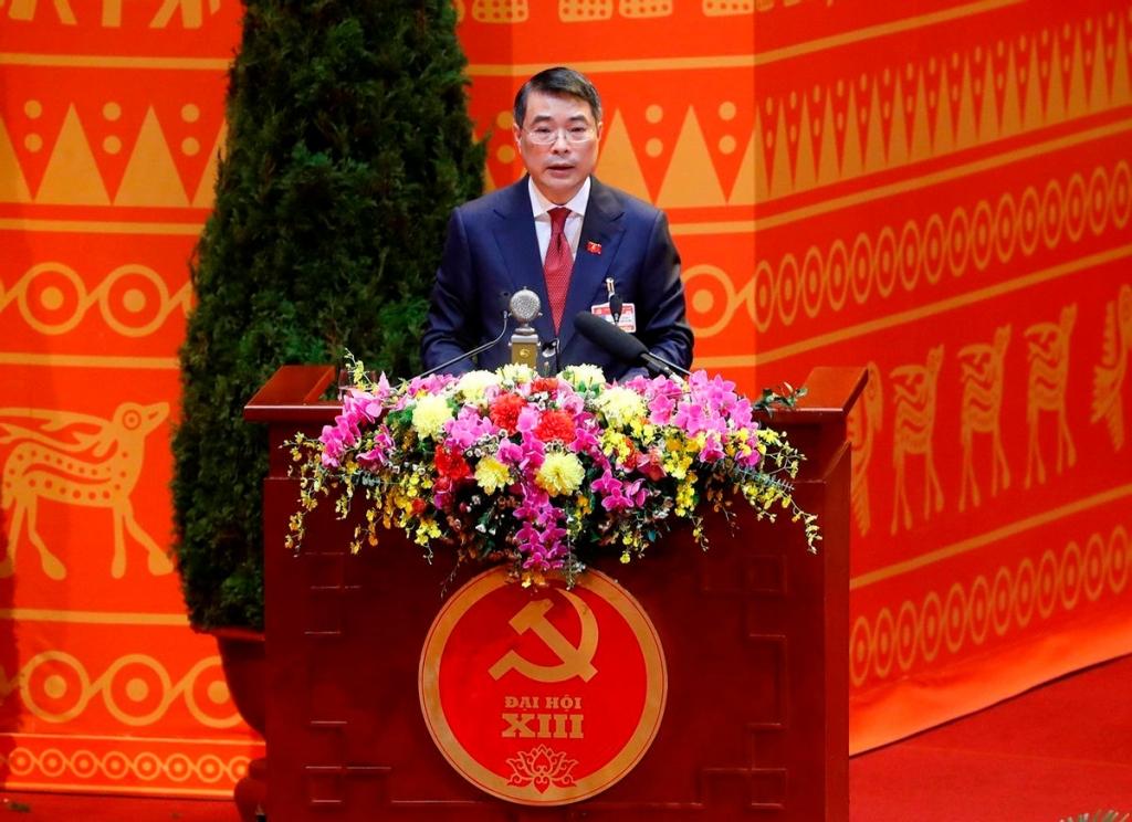 Đồng chí Lê Minh Hưng, Bí thư Trung ương Đảng khóa XIII, Chánh Văn phòng Trung ương Đảng, Trưởng Đoàn Thư ký trình bày dự thảo Nghị quyết Đại hội.
