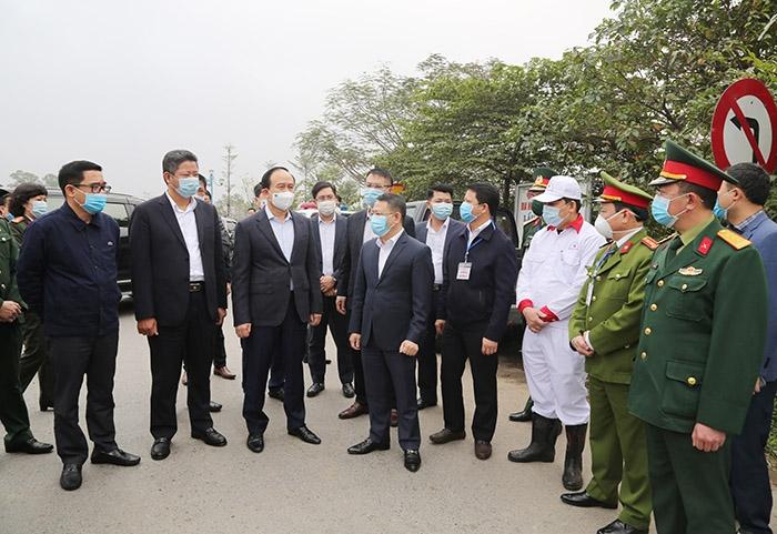 Đoàn kiểm tra số 3 của Ban Thường vụ Thành ủy kiểm tra công tác phòng, chống dịch Covid-19 trên địa bàn huyện Mê Linh