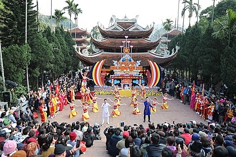 Lễ khai hội Chùa Hương (ảnh internet)