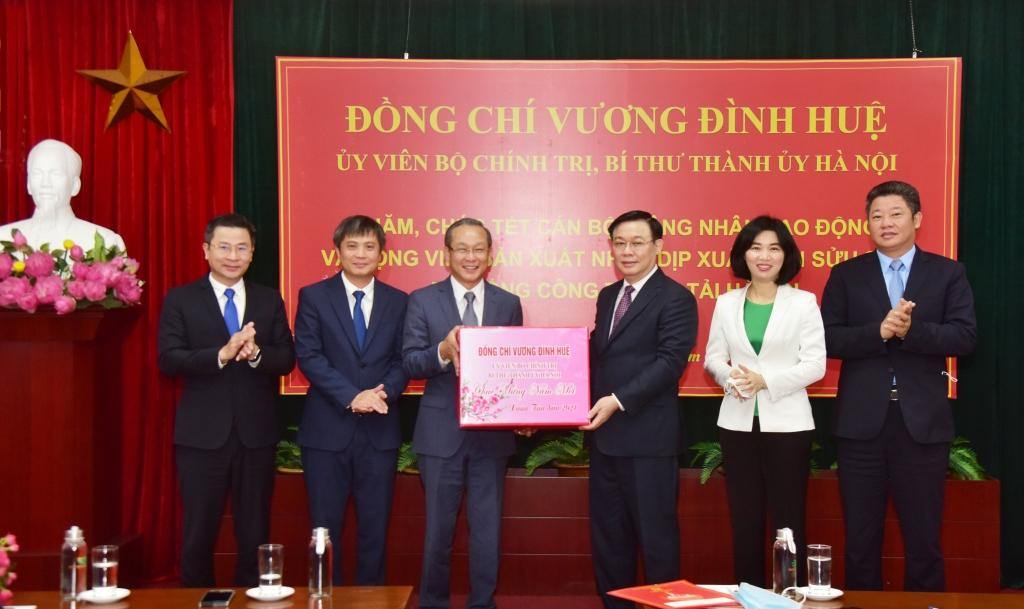 Bí thư Thành ủy Hà Nội thăm, động viên Tổng Công ty Vận tải Hà Nội