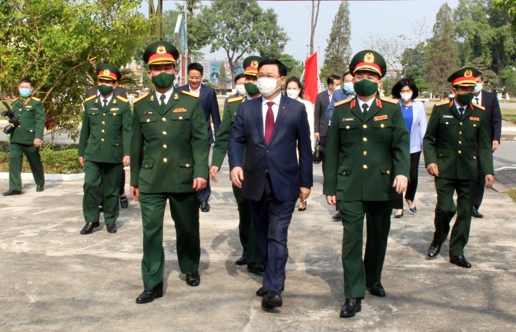 Bí thư Thành ủy Vương Đình Huệ thăm Sư đoàn Bộ binh 301