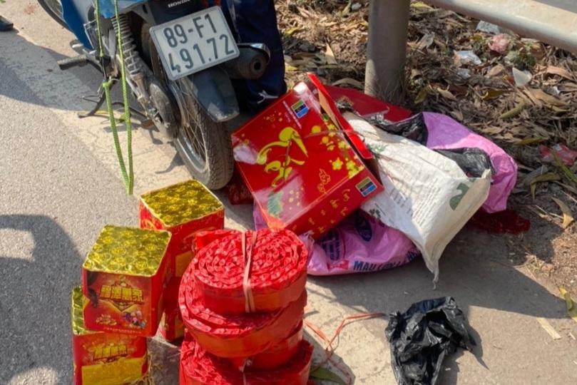 Liều chở gần 10kg pháo lậu, người đàn ông trung niên gặp ngay CSGT Bắc Giang