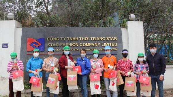 Những phần trào được trao đến công nhân miền Trung đang làm việc tại Hà Nội
