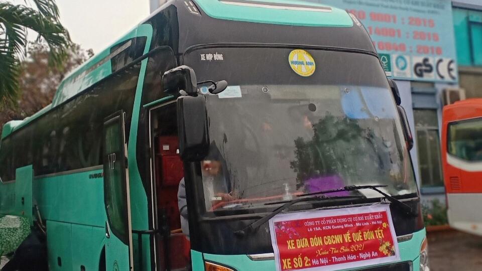 Chuyến xe nghĩa tình đưa công nhân về quê đón Tết