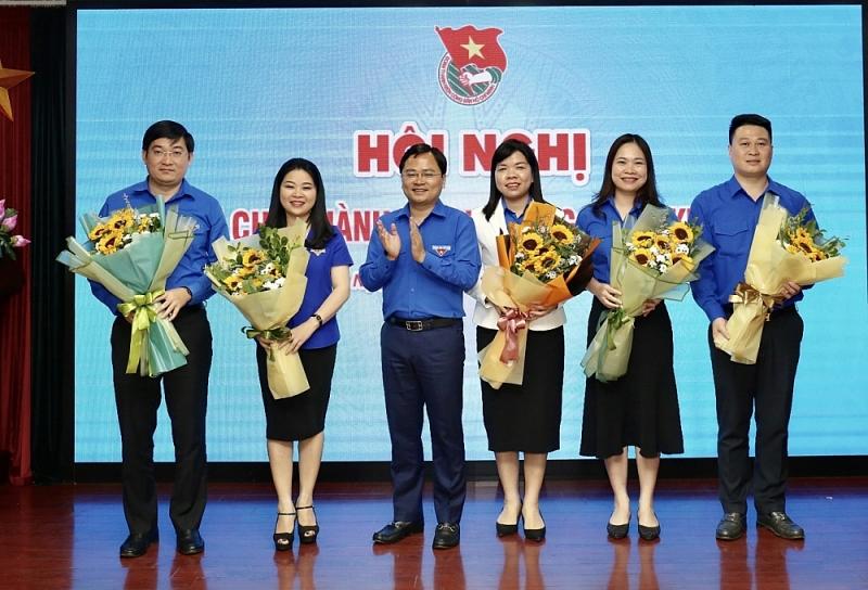 Đồng chí Nguyễn Anh Tuấn, Bí thư thứ Nhất Trung ương Đoàn (người vỗ tay)