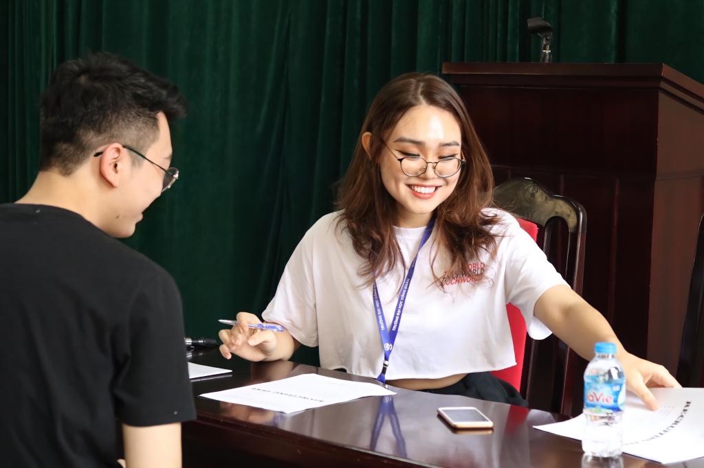 Khánh Linh tích cực tham gia các hoạt động ngoại khóa