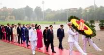 Lãnh đạo thành phố vào lăng viếng Chủ tịch Hồ Chí Minh và tưởng niệm các Anh hùng liệt sĩ
