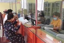 """Công sở, điểm giao dịch ở Điện Biên đồng loạt """"đeo khẩu trang"""""""