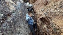 """Đào vàng ở Điện Biên - Bài 2:  Doanh nghiệp """"mất tích"""", cửa mỏ khó đóng"""