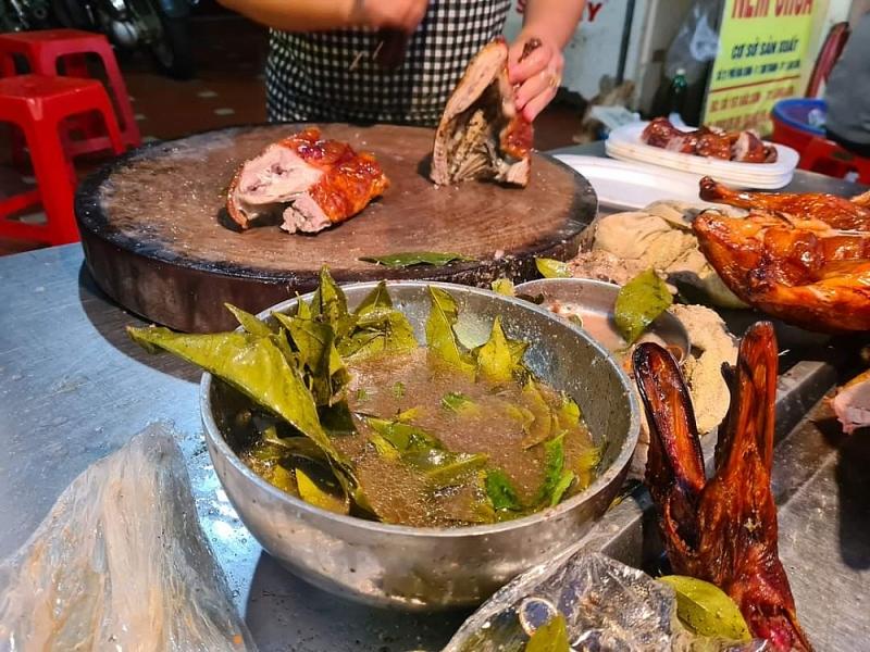Lá mác mật làm nên phong vị riêng của món vịt quay Xứ Lạng