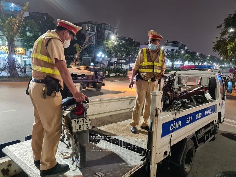 Lực lượng chức năng tạm giữ phương tiện của các trường hợp vi phạm