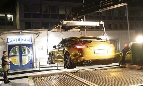 Chiếc xe mạ vàng bị tịch thu ở Đức vì gây chói mắt