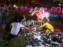 """Rào công viên vui chơi tổ chức Festival trình chiếu ánh sáng để """"thu vé"""""""