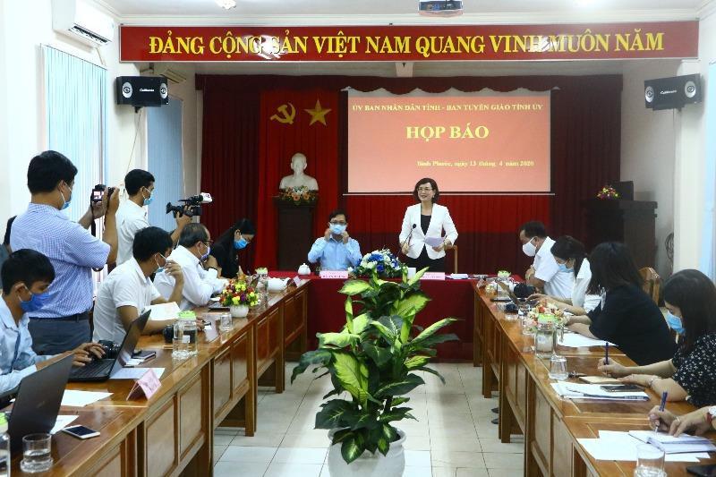 Bình Phước họp báo vụ lãnh đạo HĐND huyện cự cãi đo thân nhiệt