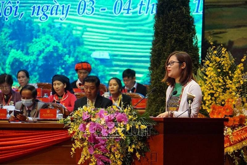 Cô giáo Hà Ánh Phượng trong lần phát biểu tham luận tại Đại hội Đại biểu toàn quốc các DTTS Việt Nam lần thứ II năm 2020