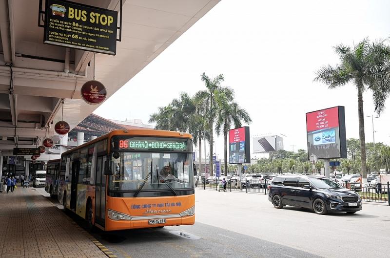 Di chuyển bằng phương tiện công cộng sẽ hạn chế ùn tắc giao thông, đặc biệt vào dịp cao điểm