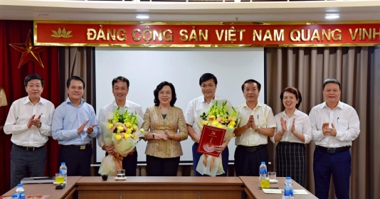 trao quyet dinh cong tac can bo tai uy ban kiem tra thanh uy ha noi
