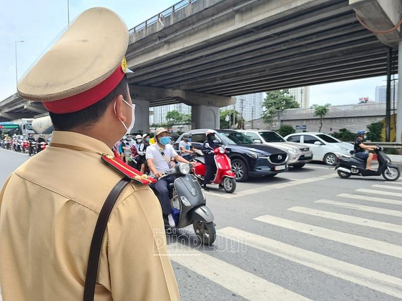 Lực lượng chức năng ứng trực để đảm bảo giao thông thông suốt