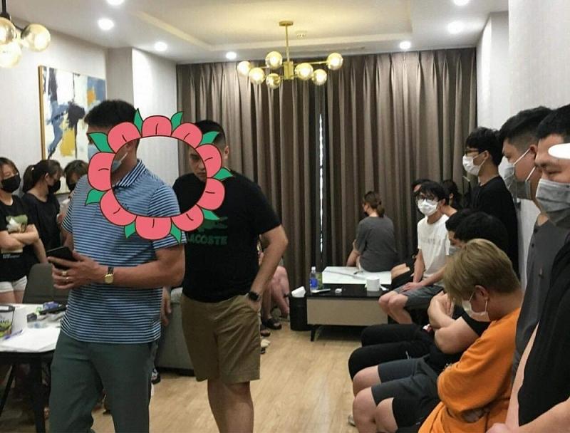 Nhiều người Trung Quốc có mặt tại một căn hộ trong Chung cư Forence
