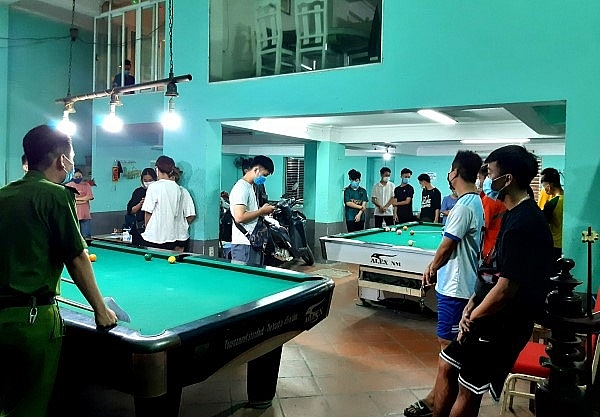 Rất đông khách chơi bi-a tại thời điểm lực lượng chức năng bắt quả tang