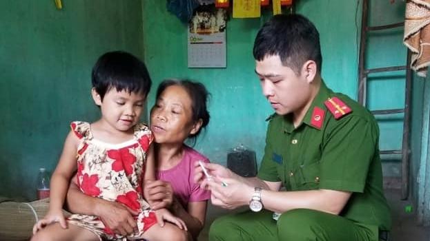 Chiến sĩ trẻ dân tộc Tày nguyện cả đời gieo hạt giống yêu thương