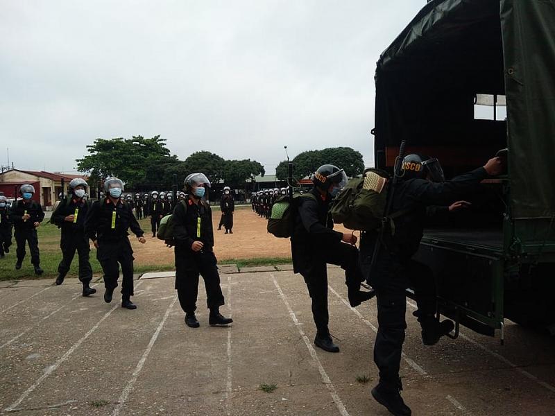 Gần 300 cảnh sát cơ động