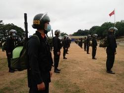"""Gần 300 cảnh sát cơ động """"thiện chiến"""" lên đường hỗ trợ Bắc Giang """"đánh giặc Covid-19"""""""