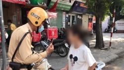 Thêm nhiều trường hợp không đeo khẩu trang bị cảnh sát giao thông xử phạt